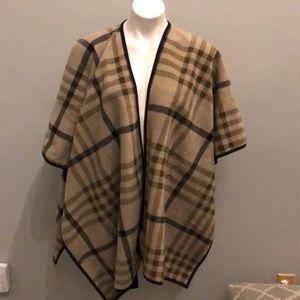 Ike Behar plaid reversible one size fleece wrap